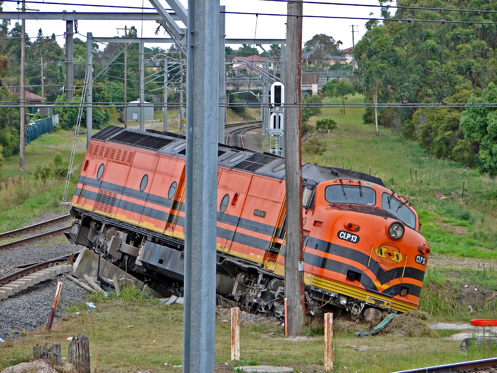 trains derailment broken couplers